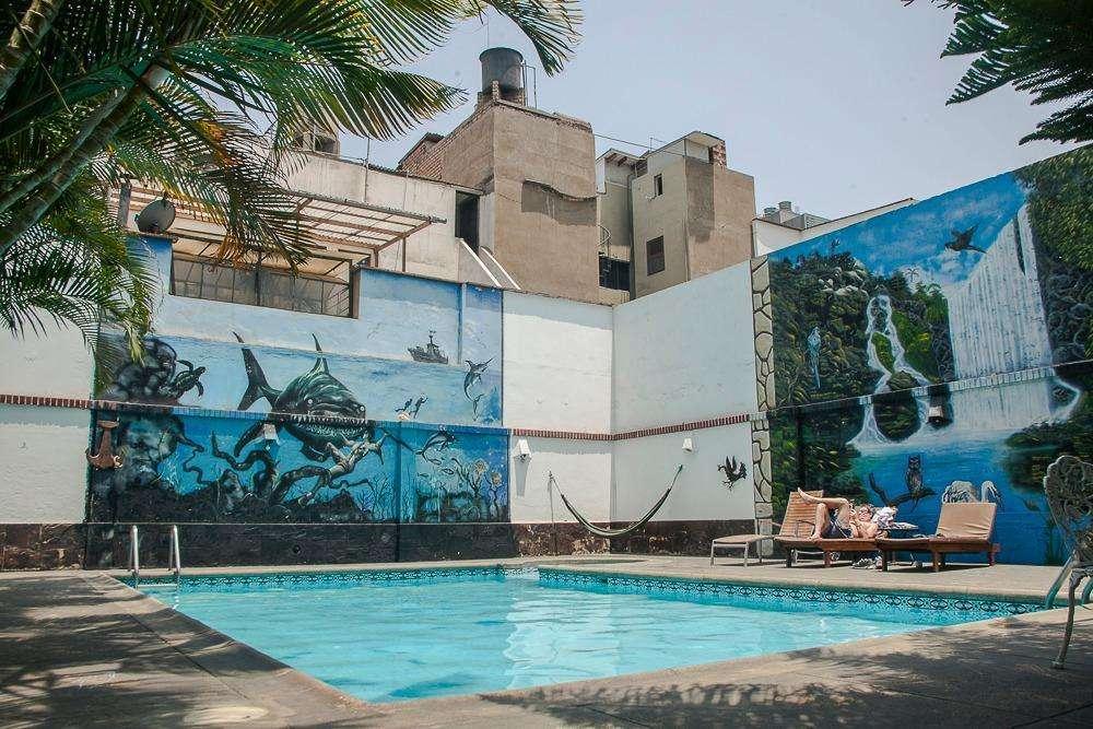 Se vende hotel de 5 pisos a una cuadra de Tottus de 28 de Julio Miraflores!