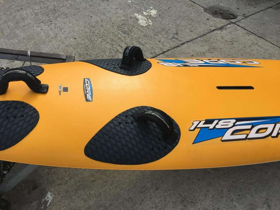 VENDO TABLA DE WIND SURF BIC CORE 148 CASI SIN USO COMPLETA.