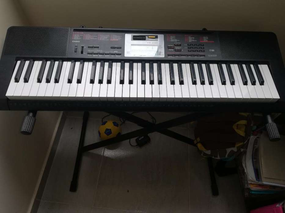 Se Vende Piano con Su Base Y Forro