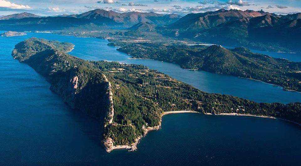 Península San Pedro, Lote 4000 m2., Costa de Lago Acantilado e Imponente Vista lado Norte.