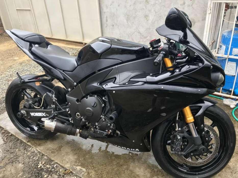 <strong>yamaha</strong> R1 1000cc