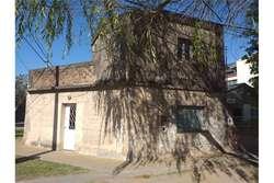 Casa 2d.cochera en venta sobre importante avenida