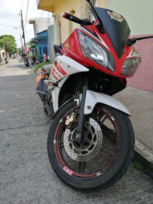 Vendo Hermosa R15 2015. Negociable