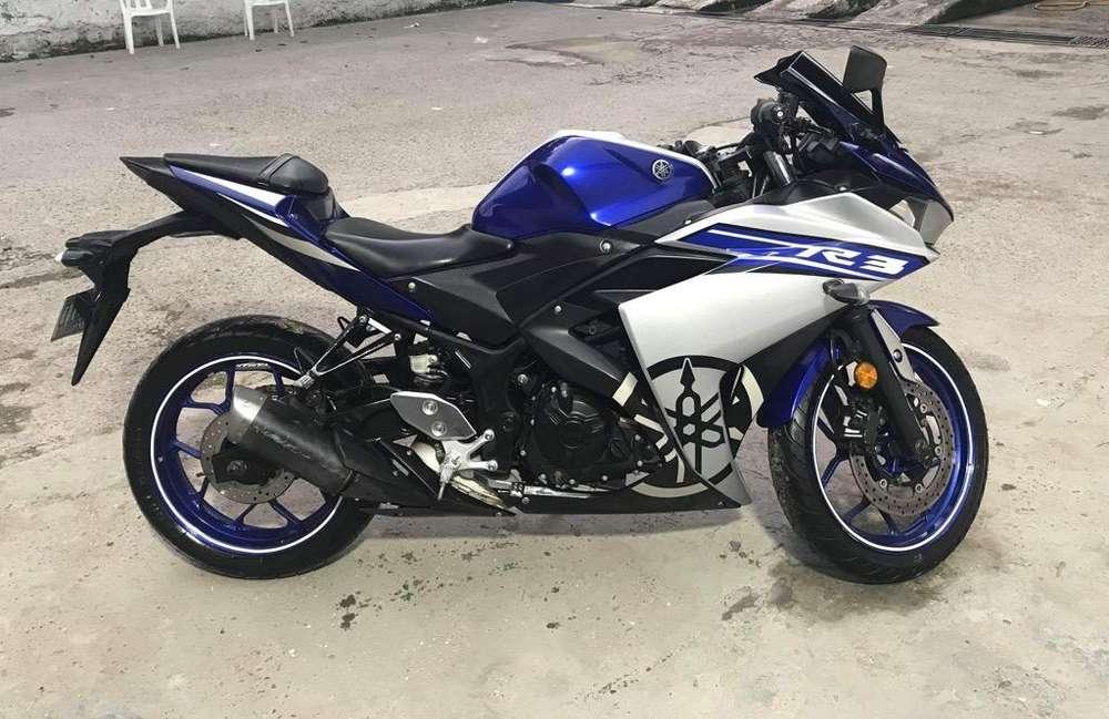 Moto Yamaha R 3