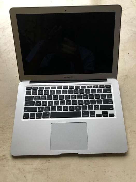 Mac Air. con 5 Peliculas de Uso