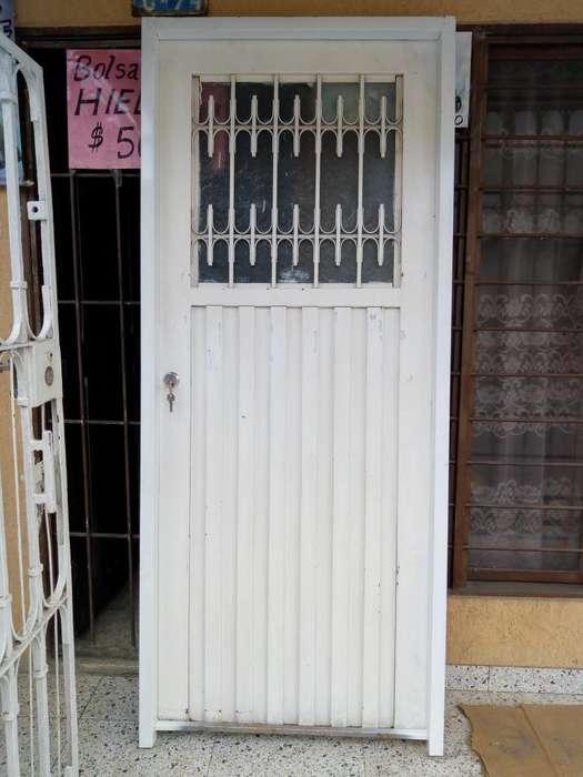VENTA..HERMOSA PUERTA METALICA CON MARCO Y 2 LLAVES 3145124000