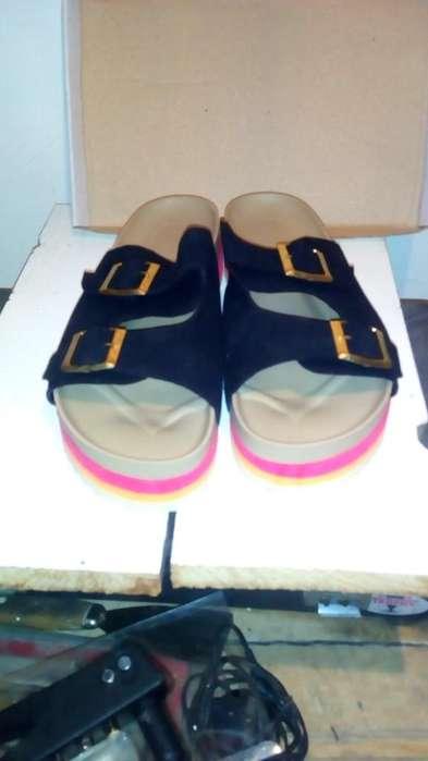 sandalias gamuzado negro con doble hebillas OFERTA