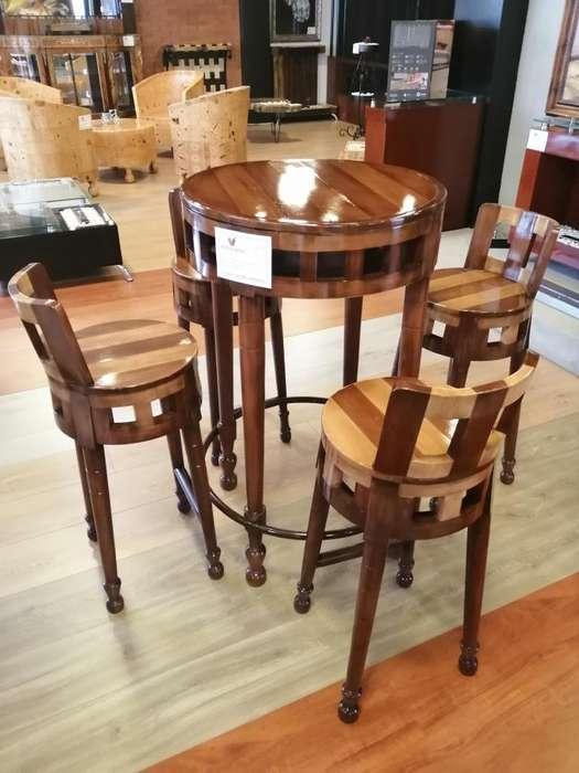 Mesa con cuatro sillas