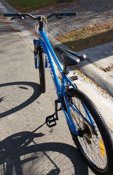 Bicicleta Giant Revel 3