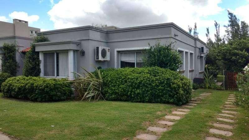 Hermosa casa en Barrio Cerrado - alquiler temporario por fin de semana-Fisherton