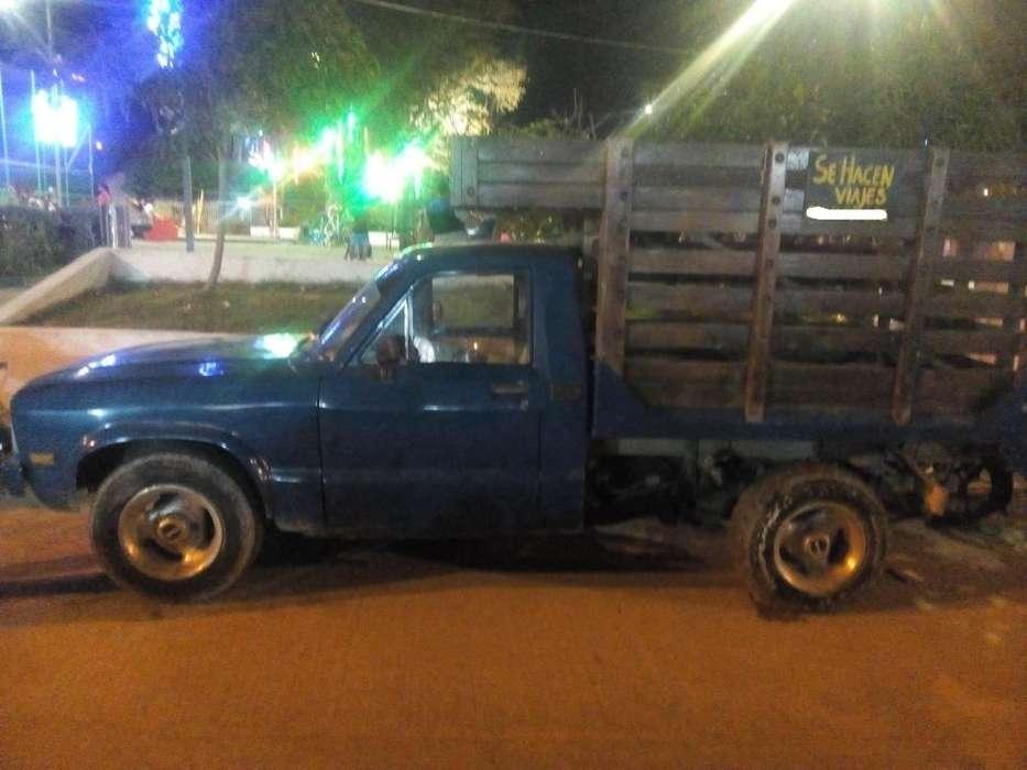 Camion Mazda B1600 Estacas, Excelente Estado, Traida de Medellin, Traspaso inmediato, 3007537273 y 3202357289