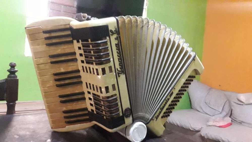 Acordeón a Piano Vinaccia E C 48 Bajos