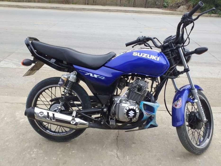 Suzuki Ax4 Flamantita con <strong>accesorios</strong>..
