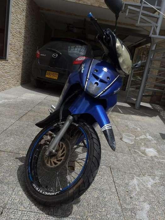 Vendo moto suzuki buen estado