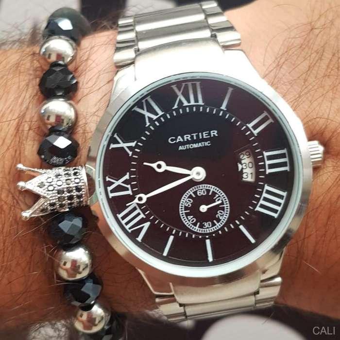 Reloj Cartier para hombre en plateado con fondo negro
