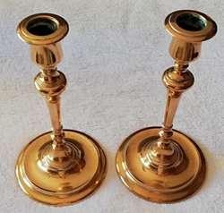 Antiguos candelabros de bronce macizos