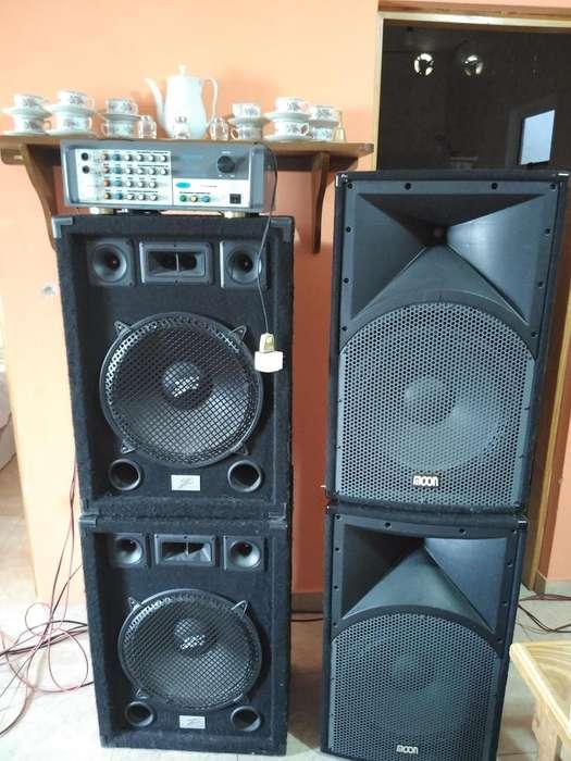 vendo equipo de musica completa de 4 parlantes y una potencia