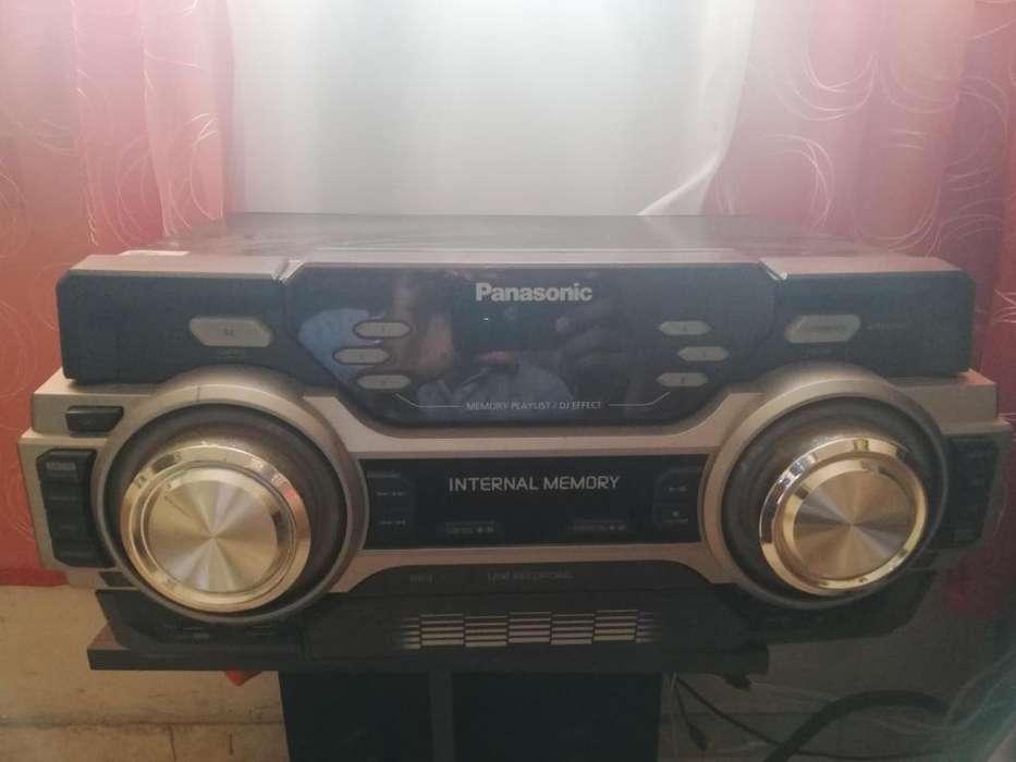 Equipo de sonido Panasonic MAX 700