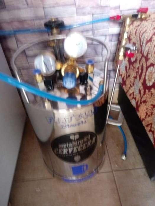se vende BARRIL 10 L TUBO CO2 Y REGULADOR para elaborar cerveza NUEVOOO