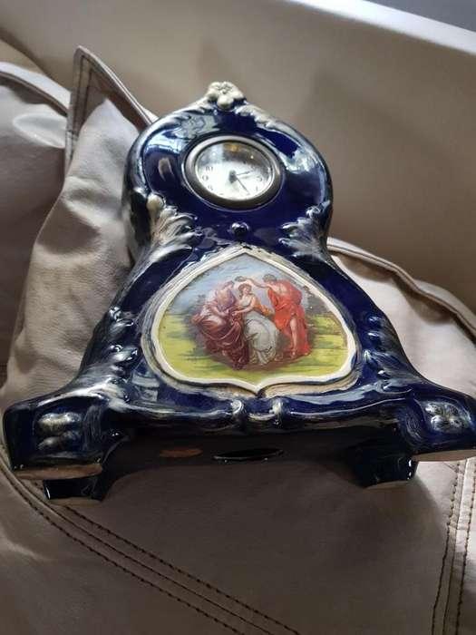 Antigüedad Reloj Ceramica Funcionando.