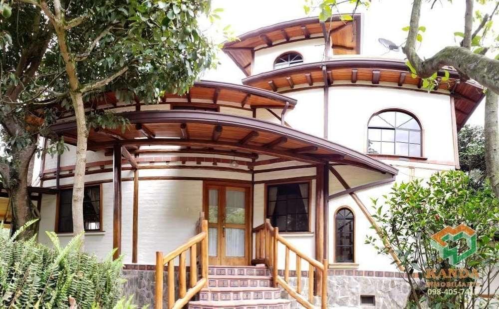 Arriendo Casa Cumbayá Hermosa urbanización Amplia con jardín