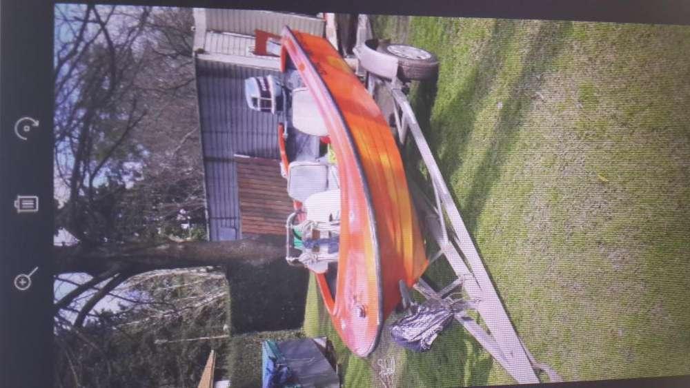 Bote Marzopa con motor Evinrude