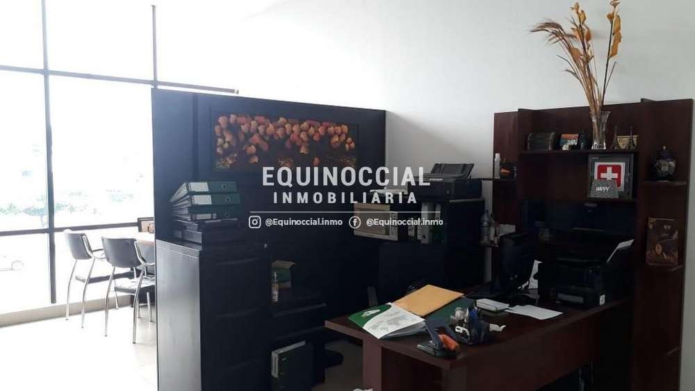 Alquiler oficina semi-amoblada en Edificio situado en Av. Juan Tanca Marengo