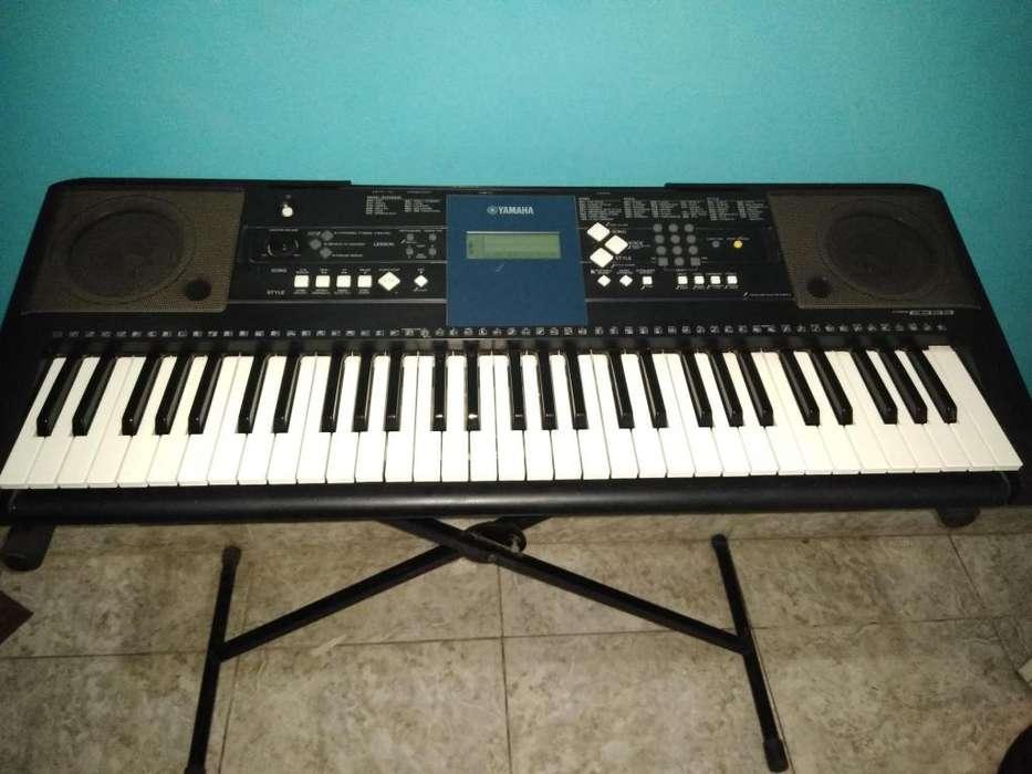 Organeta Yamaha psr e333 en buen estado