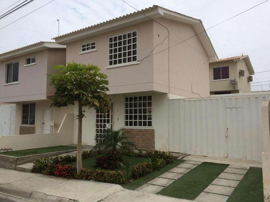 Alquilo casa en Manta Urbanización Sariland