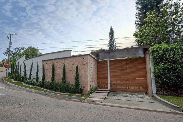 Mts Construidos: 957 Mts total: 2000 Vigilancia privada costo 200.000 Detalles: Hermosa casa 52601