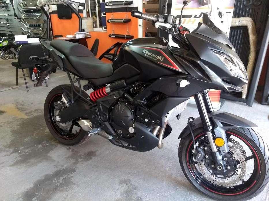 <strong>moto</strong> KAWASAKI VERSYS 650cc - 2018 - 6.500 Km.