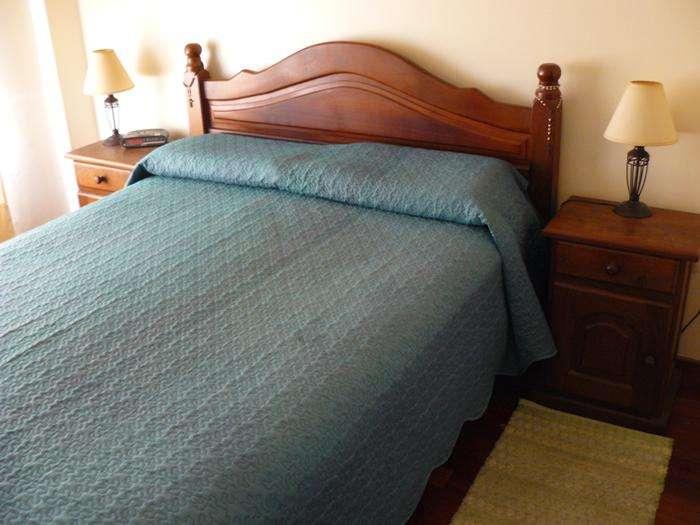 Juego de <strong>dormitorio</strong> de algarrobo lustrado (se vende sin el colchón) - EXCELENTE ESTADO - BELGRANO (CAP.FED.)