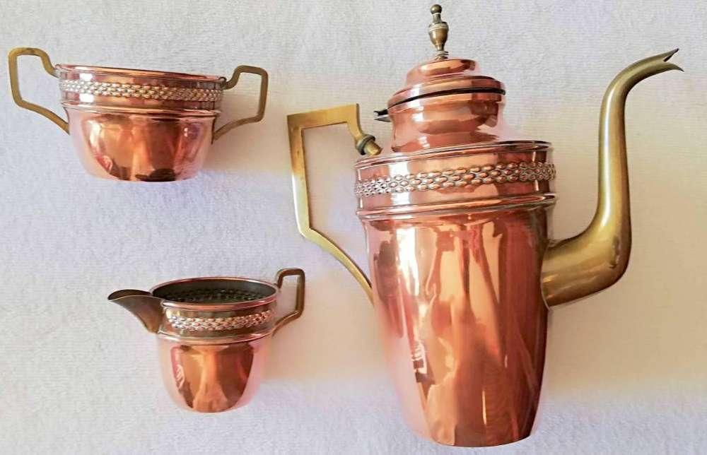Antiguo juego de tetera lechera y azucarera de cobre y bronce