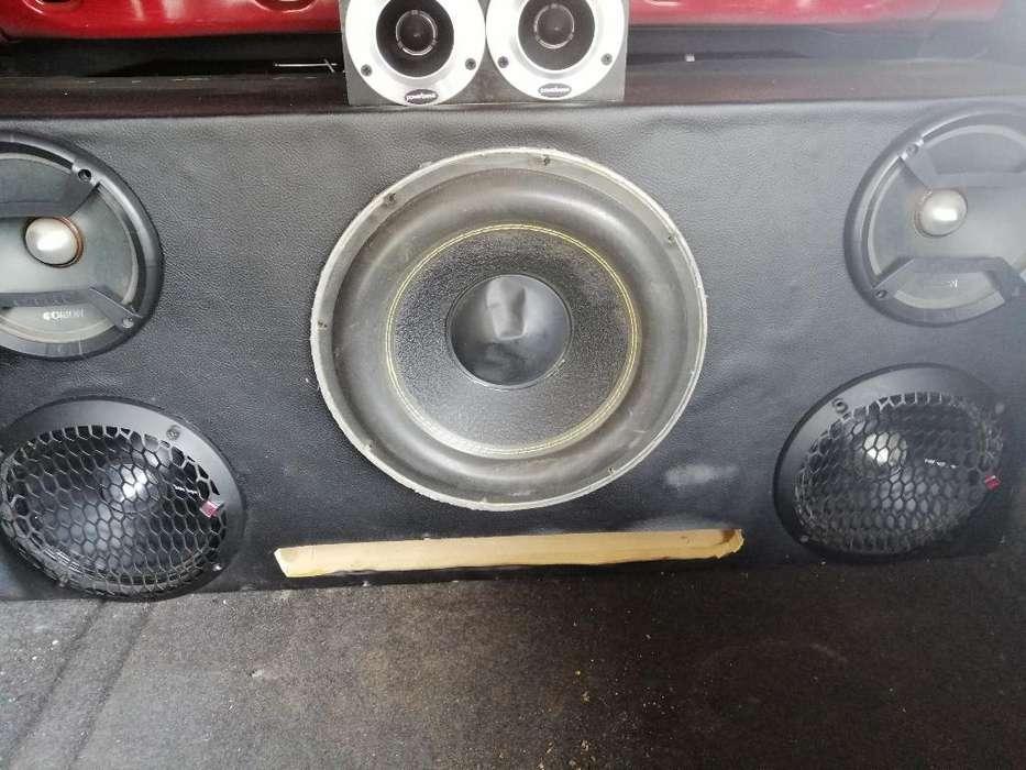 Vendo Caja de Audio Basito con Un Amplif