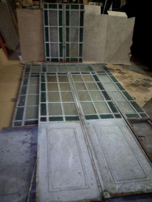 Puerta de Hierro con Vidrio Repartido