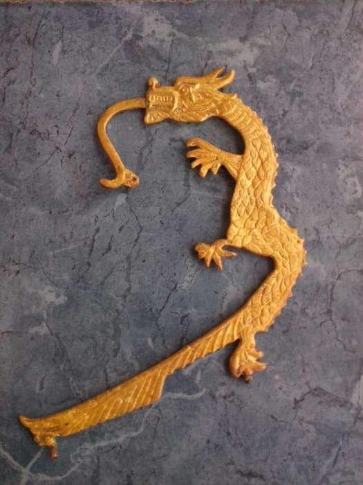 Dragon tallado en cobre