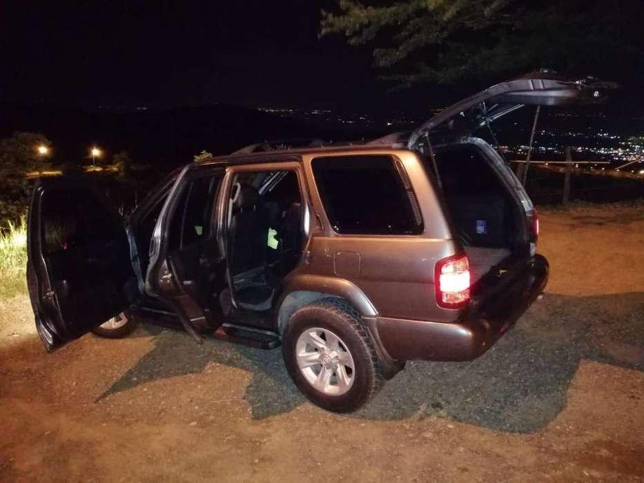 Nissan Pathfinder 2005 - 190000 km