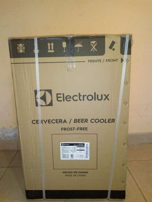 Heladera, exhibidora, cava cervecera Electrolux modelo Ercq10t5iqb.