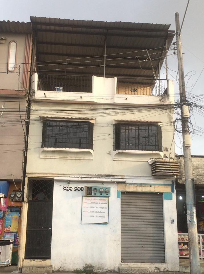 Casa en venta Sur de Guayaquil  3 pisos  2 dptos 1 local comercial