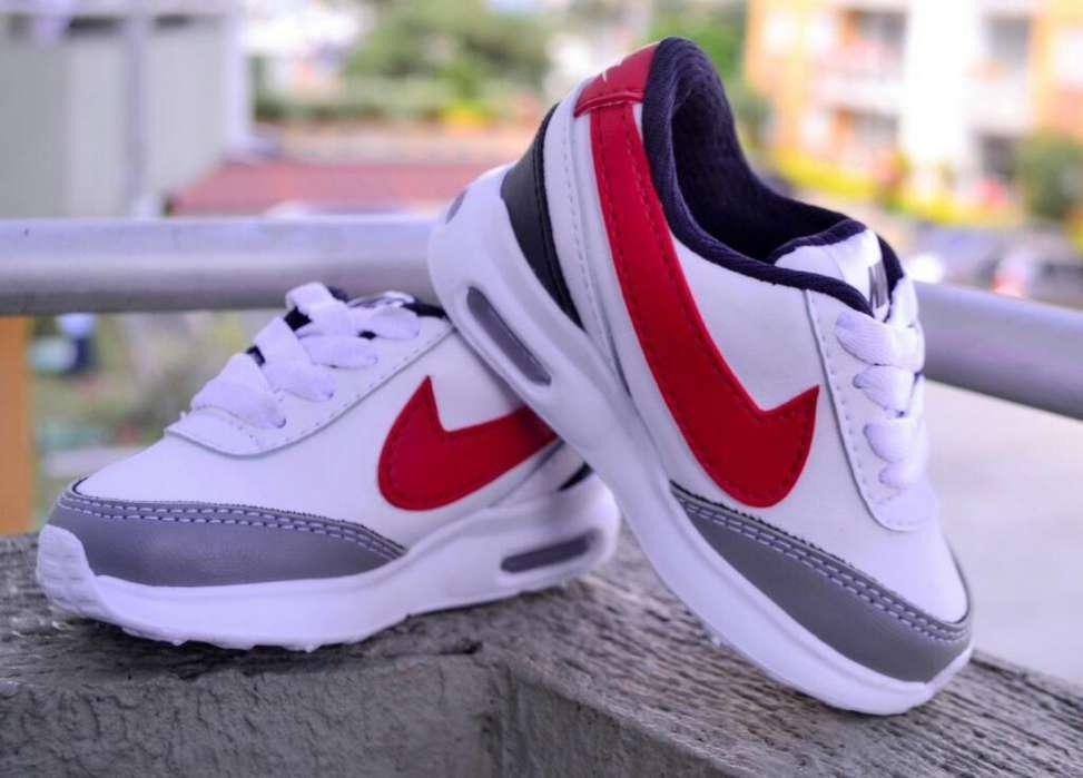 Zapatillas Tenis Nike Luces talla 21 unico par