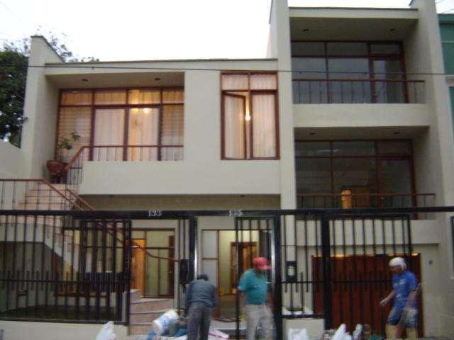 Casa en Alquiler Ideal Para Vivir Como Casa U Oficina a 1cdra. Av juan de Arona Ambientes Grandes!
