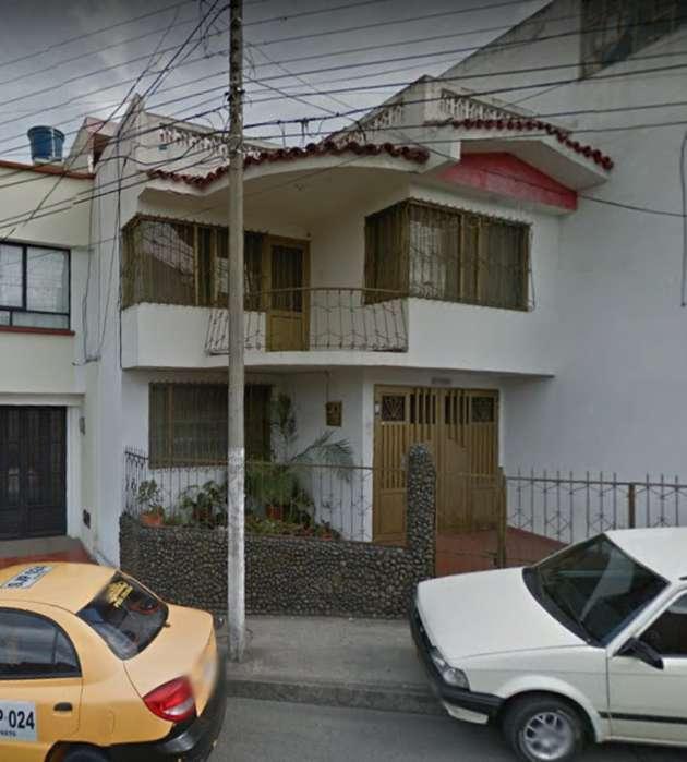 SE ARRIENDA CASA GRANDE BARRIO LA CAROLINA.INFO:3225124951
