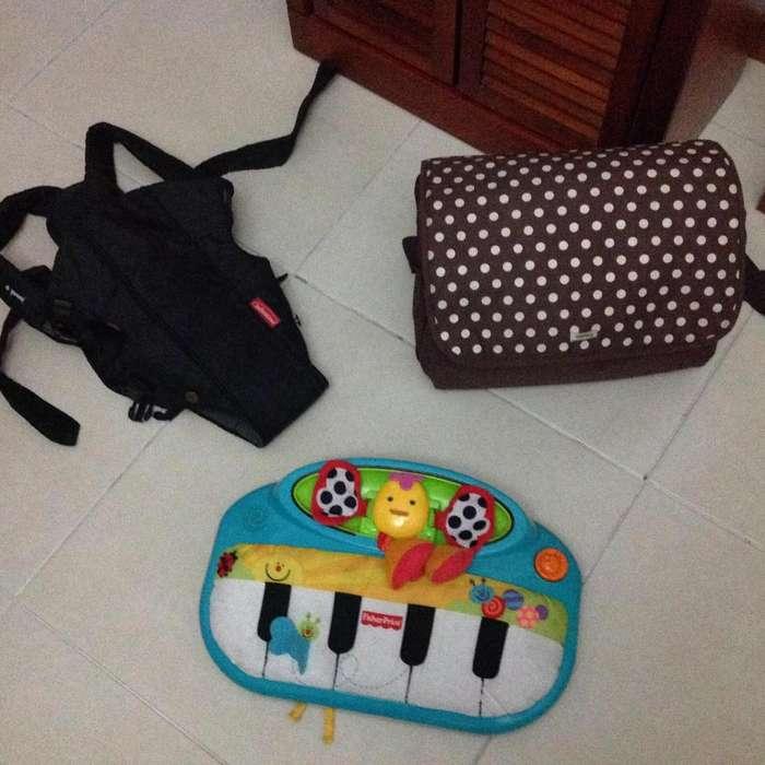 Accesorios bebé. Pañalera, arnés para cargarlo y piano musical de tela melodías de Mozart. como nuevos