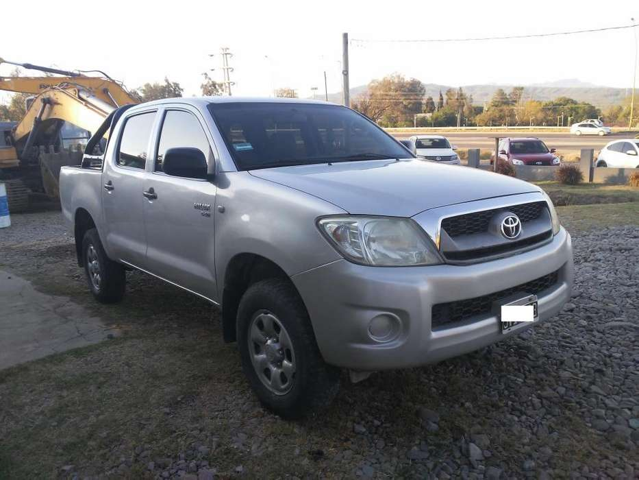 Toyota Hilux 2011 - 230000 km