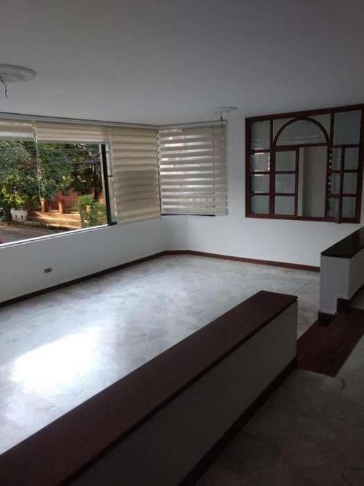 Apartamento En Venta En Cali Ciudad Jardín Cod. VBSBI11826