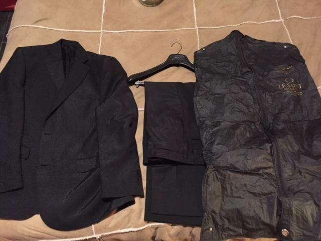 <strong>traje</strong> Ambo marca Rochas, negro satinado, impecable