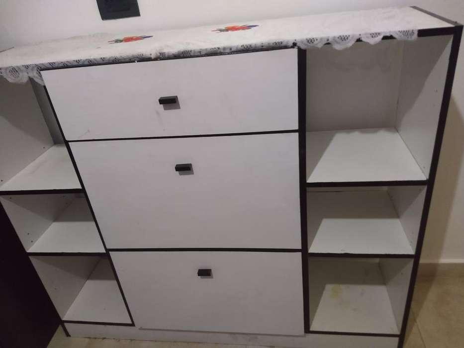 Mueble Botinera con Estantes