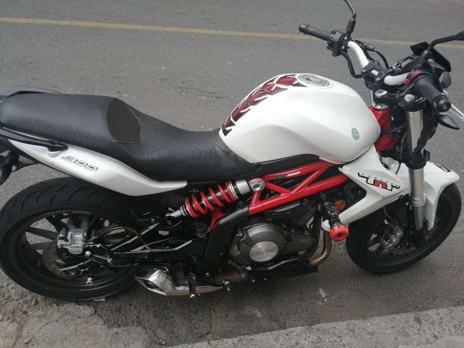 Vendo Moto Benelli Tnt 300