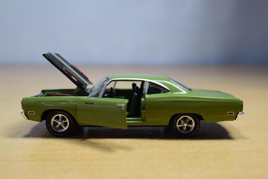 AUTO PLYMOUTH ROAD RUNNER HEMI 1969