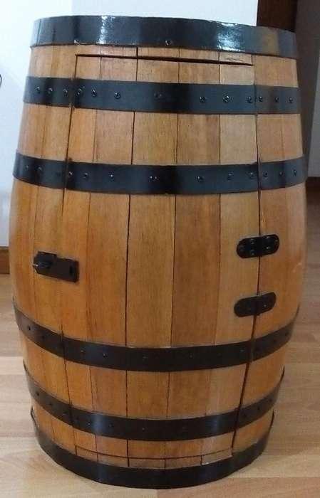 Barril licorera madera y hierro